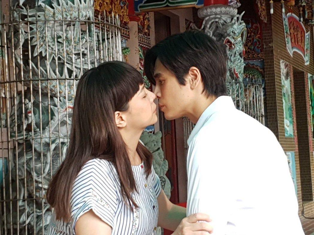 小甜甜、Gino宮廟之吻。圖/民視提供