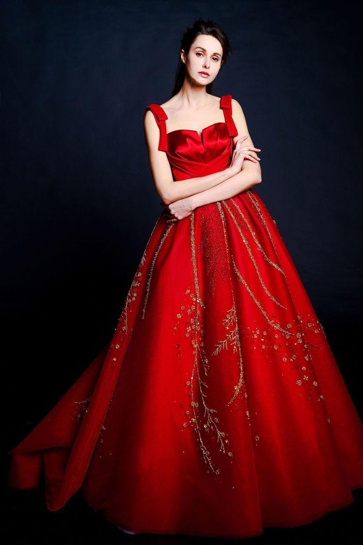 夢幻仙境系列珠飾蝴蝶結晚禮服。圖/蘇菲雅SophiaRitz提供