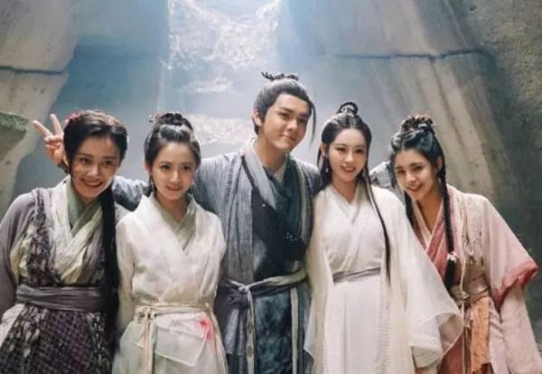 左起:曹曦月、祝緒丹、曾舜晞、陳鈺琪、許雅婷。圖/摘自微博