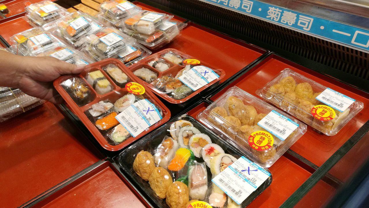 避免即期食品造成剩食浪費,「實物銀行」運作已逾十年,圖為賣場熟食區。 圖/聯合報...