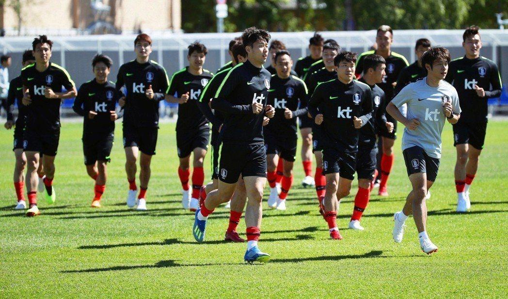圖為南韓隊備戰世足賽。(歐新社)