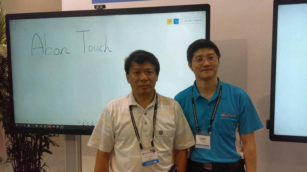 嵩達光電執行副總張澤坤(左),行銷副總張文福。 翁永全/攝影