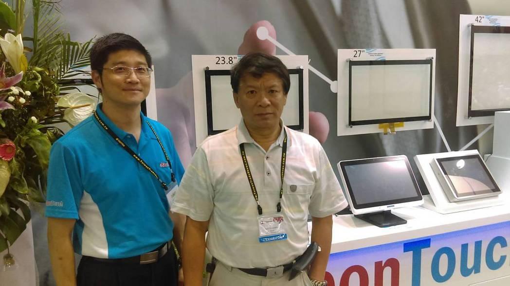 嵩達光電執行副總張澤坤,行銷副總張文福(左)。 翁永全/攝影
