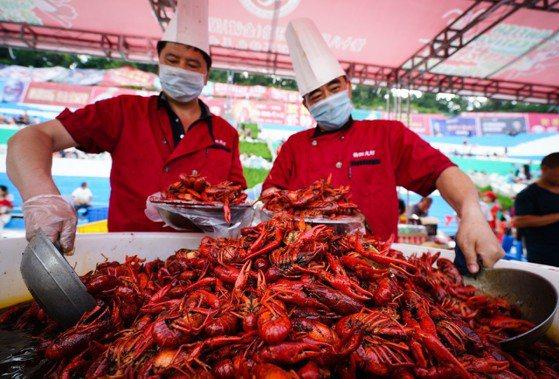 世足賽狂吃 可憐中國小龍蝦快被滅族了