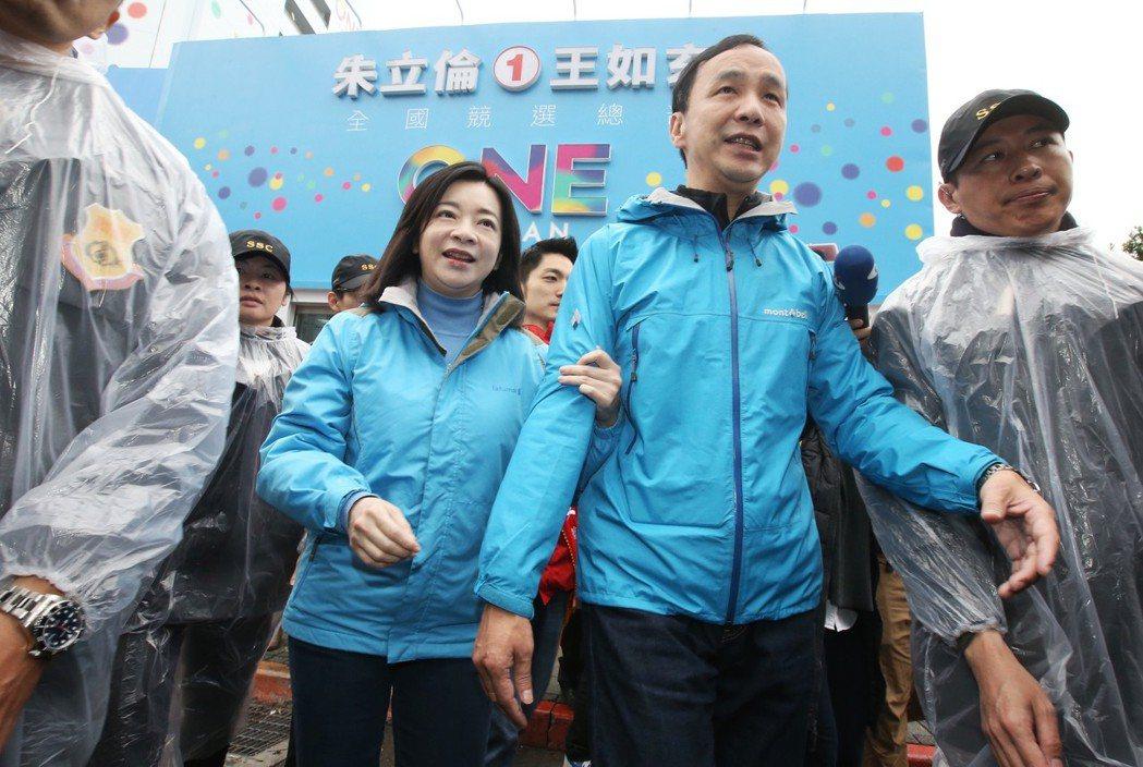 朱立倫妻子高婉倩(右三)的娘家也常成為選舉箭靶。 圖/聯合報系資料照片