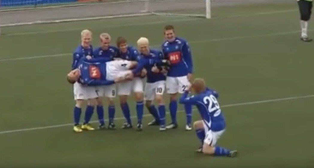 冰島足球超級聯賽球隊史達蘭足球隊,愛以各種捧腹動作慶祝進球,在冰島國家隊踢平阿根...
