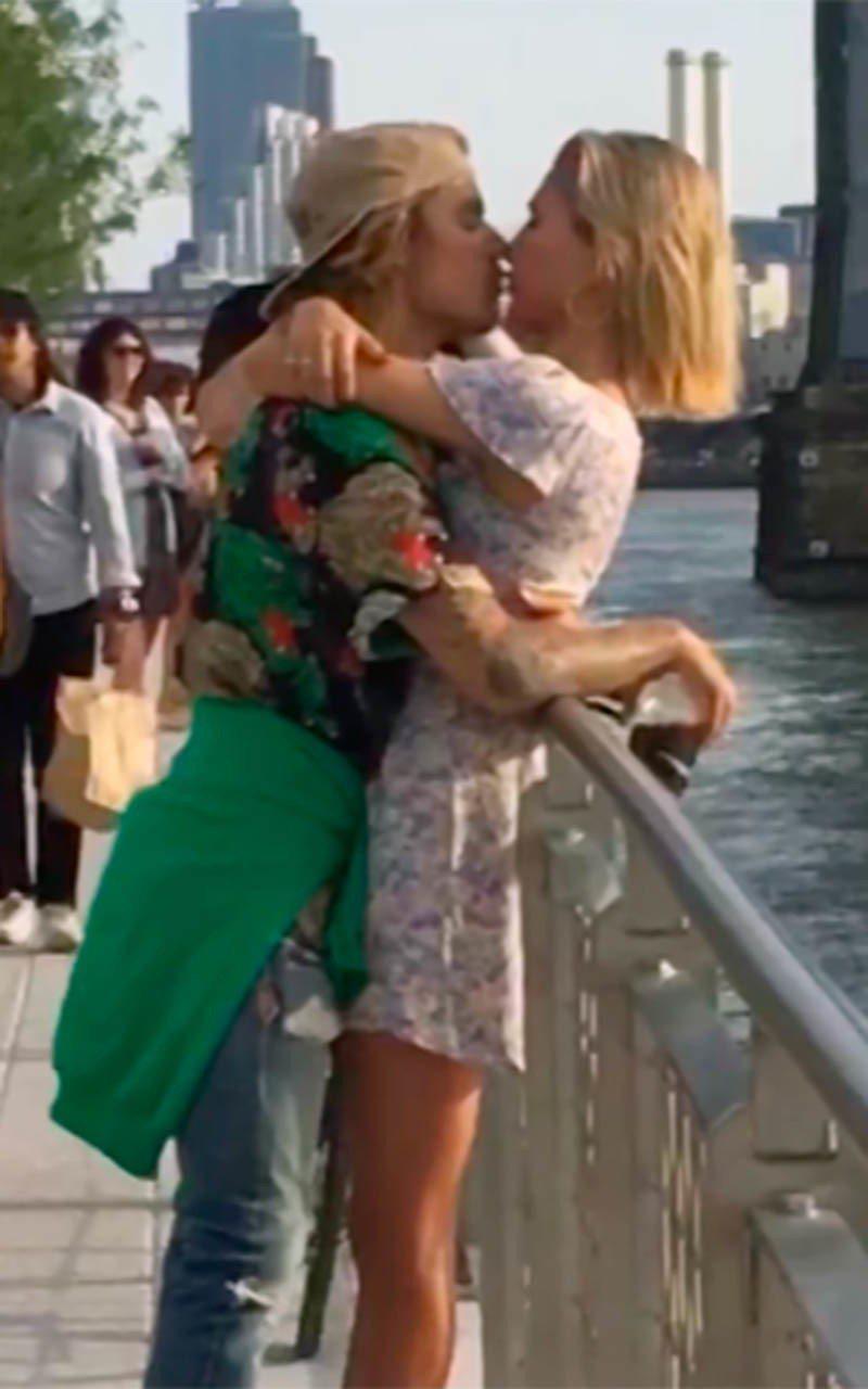 小賈斯汀(左)被拍到當街擁吻海莉鮑德溫(右)。圖/達志影像