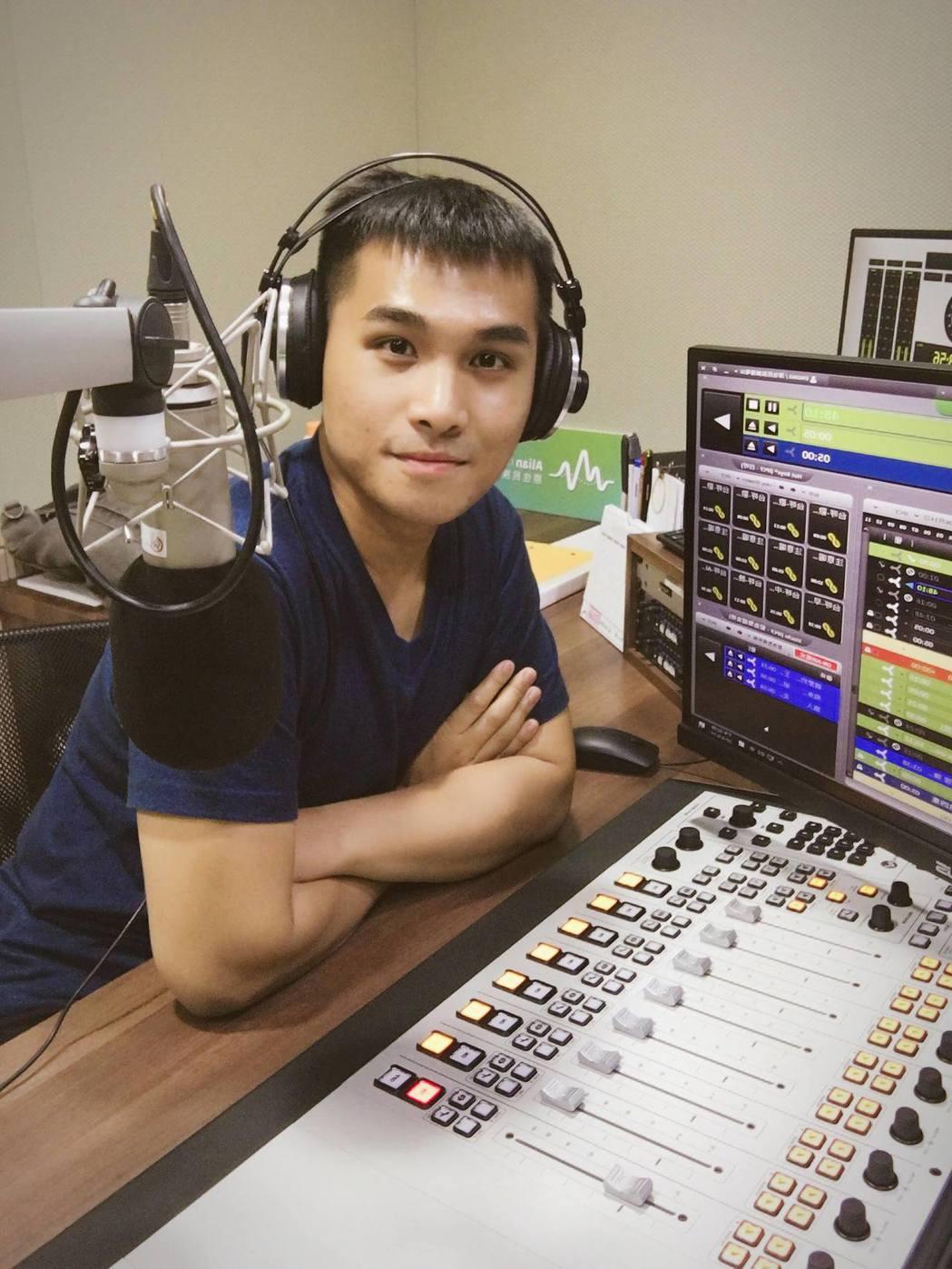 現任原住民廣播電台的DJ巫巴克看好徐佳瑩奪歌后、宋念宇奪歌王。圖/巫巴克提供