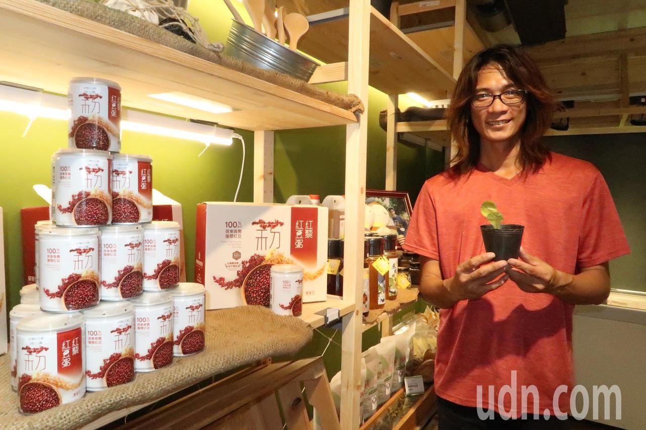 「農往直前」發展協會理事長陳健福本身就是返鄉青農,他希望以門市展現青農努力的成果...