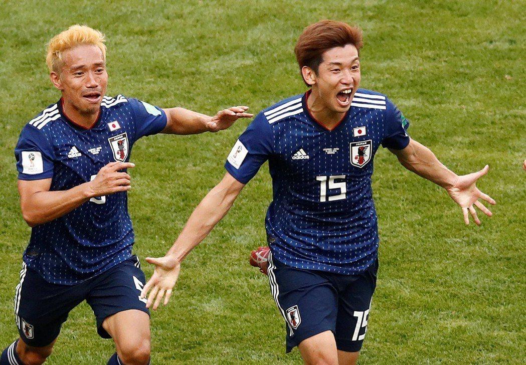 大迫勇也(右)下半場進球。 路透