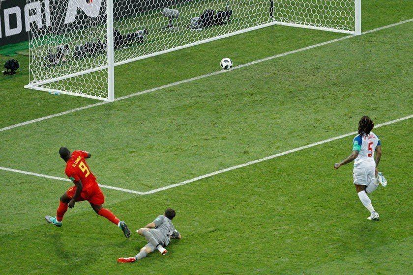 比利時球星盧卡庫(左)在對巴拿馬之戰展現強大進攻能力獨進兩球,要不是有一次臨門一...