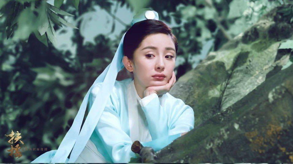 楊冪在新劇「扶搖中」髮際線竟然回來了。 圖/摘自微博