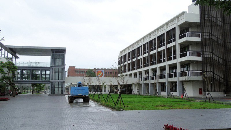 不畏少子化,台南麻豆黎明高中斥資4.6億元,歷時3年半新建校舍落成。記者謝進盛/攝影