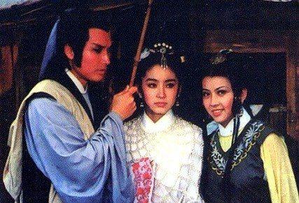 秦祥林(左起)、林青霞與秦之敏合作的「真白蛇傳」,在台票房不錯。圖/摘自HKMD