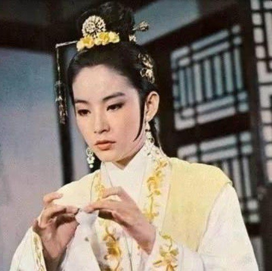 林青霞在「真白蛇傳」中飾演蛇精白素貞。圖/摘自微博