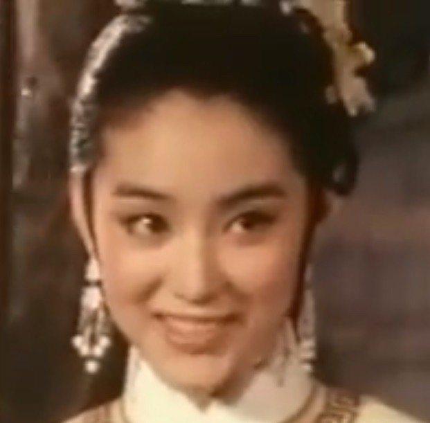 林青霞在「真白蛇傳」巧笑倩兮,迷倒無數觀眾。圖/翻攝自YouTube