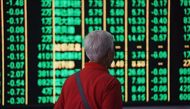中美貿易戰進一步開火,陸股逾千股跌停,股災再現。取自澎湃新聞