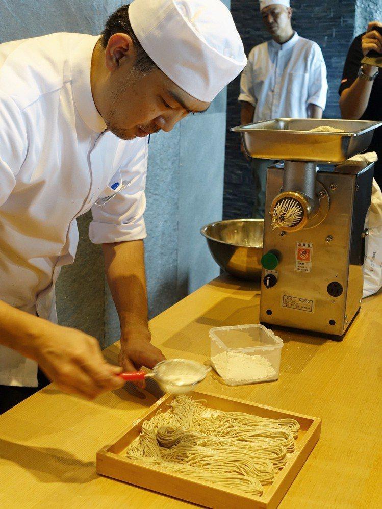 菜な蕎麥麵每日由師傅現點現作。圖/記者張芳瑜攝影