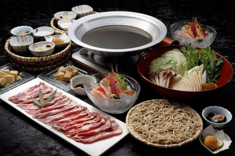 特製黑咖哩涮涮鍋套餐(2人份),售價2,800。圖/菜な提供