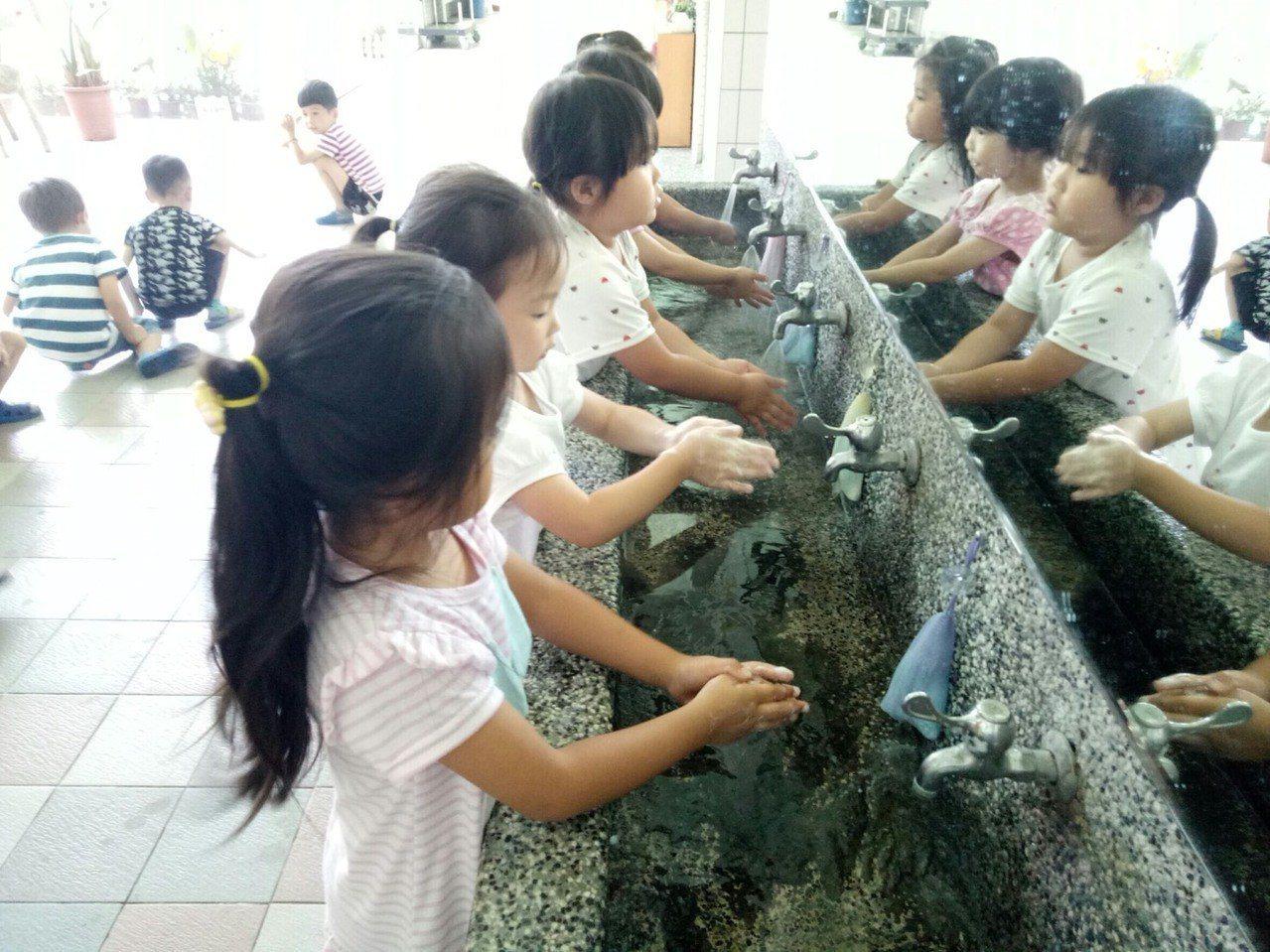 避免感染腸病毒,勤洗手最有效。 圖/桃園市衛生局提供