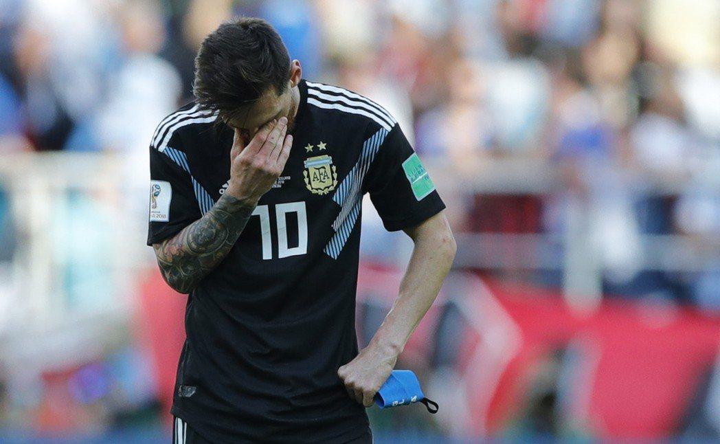 世界盃足球賽,阿根廷隊以1比1戰平冰島隊令人感到意外。圖為阿根廷球星梅西。 美聯...