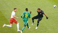世足精采進球圖 波蘭離譜失誤讓塞內加爾闖空門