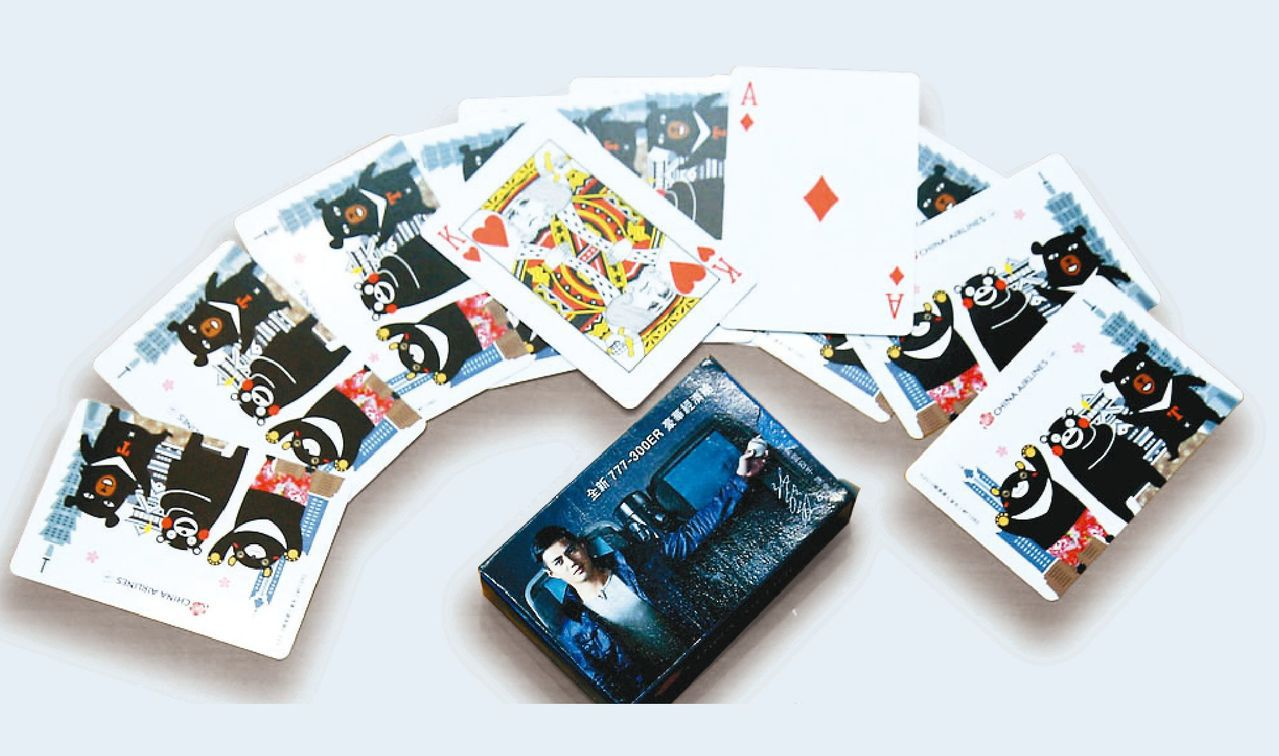 華航曾經推出的三熊友達號撲克牌,高雄出發日本航線限量款,有旅美投手陳偉殷代言77...