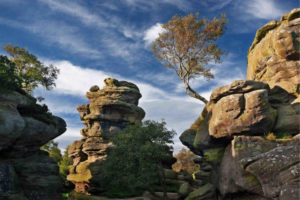 「布里姆漢姆岩」是自冰河時代以來便存在的自然景觀,也是一重要景點。圖擷自 N...