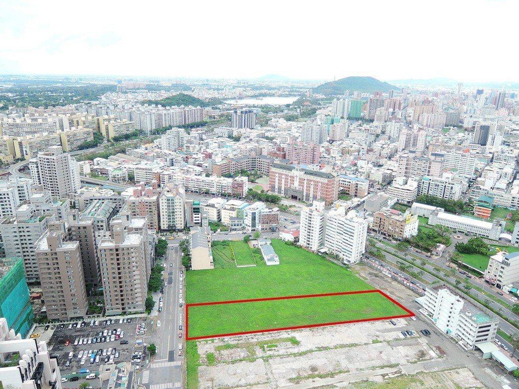 城揚建設董事長楊振宗以15.6億多元標得美術館44期重劃區一筆特住五1808坪土...