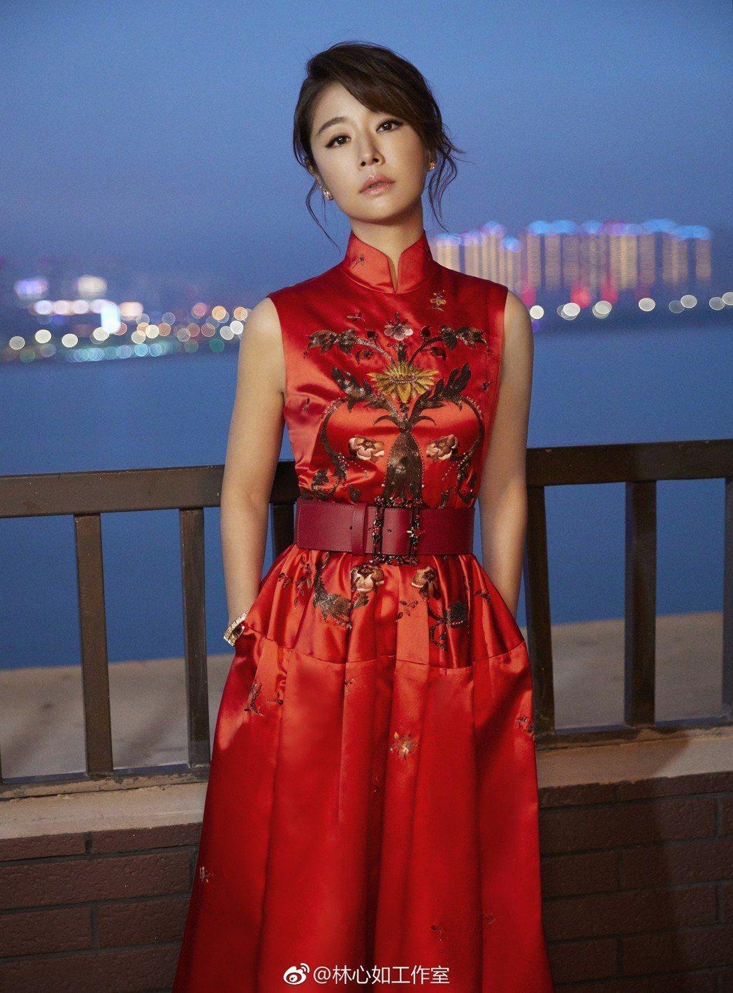 網路上所流傳著一組「視覺中國」所拍攝的照片,與林心如工作室(圖)相差甚遠,更是引...