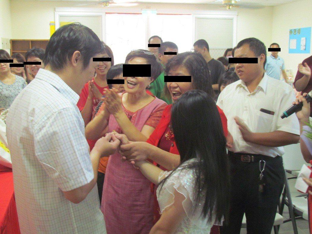 新人結婚交換婚戒,但會有許多挑戰接踵而來(示意圖,非當事人) 圖片來源/聯合報系
