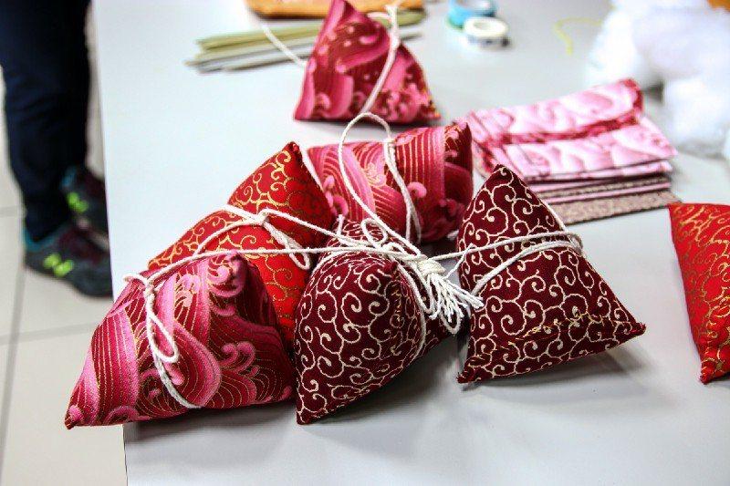 長輩們用一針一線縫製出的拼布粽子。圖/生命力新聞