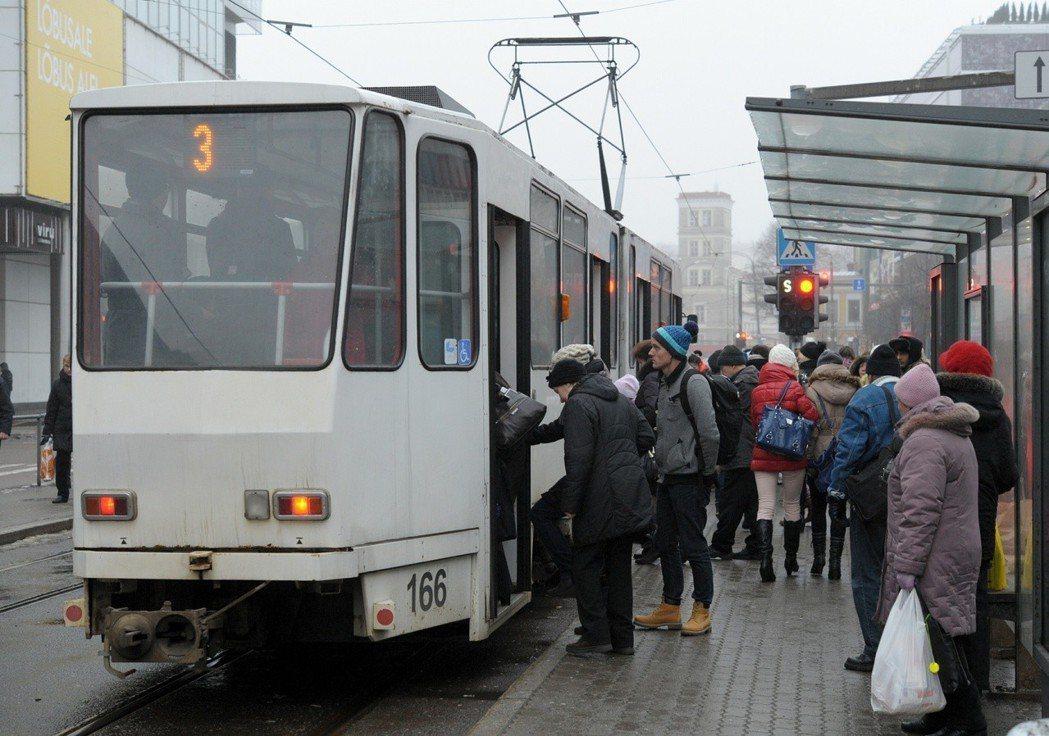 「免費大眾交通運輸服務」這個強大誘因,吸引原本在塔林工作或讀書的外地人將戶籍遷設...