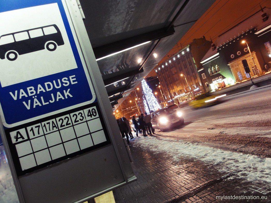 有一些偏鄉民眾認為政府根本搞錯重點。問題不在於公車票價太高,而在於公車班次和路線...