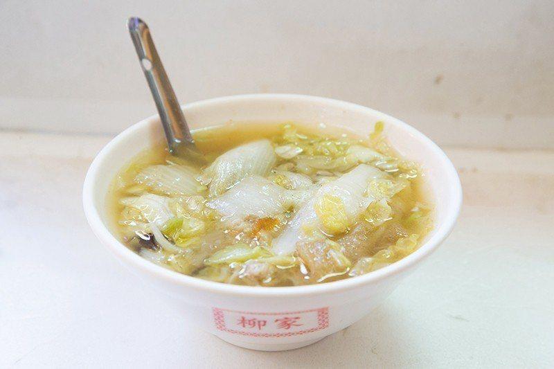 白菜魯40元/燉煮入味的白菜充滿古早味,在小吃店也能享受年菜般的好滋味。