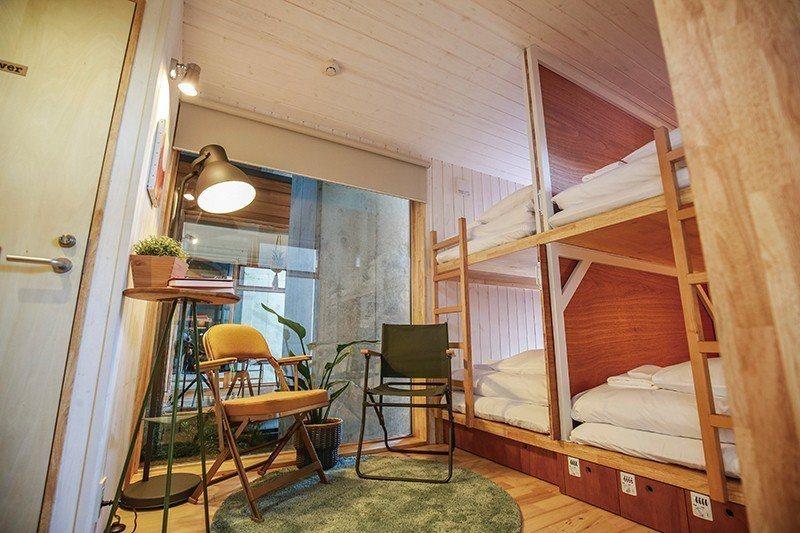 可整棟租借,與家人、親友同住,也可僅入住床位,與其他旅客交流。
