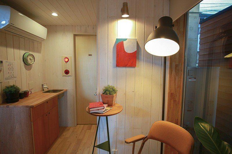 房內佈置得有如自家般舒適溫暖。