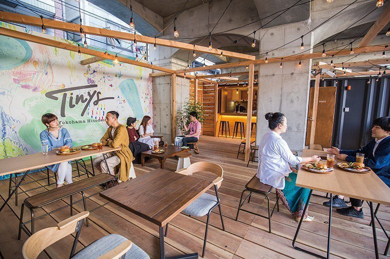 在咖啡廳「Tinys Living Hub」可品嚐自家製漢堡等輕食及飲品,環境舒...
