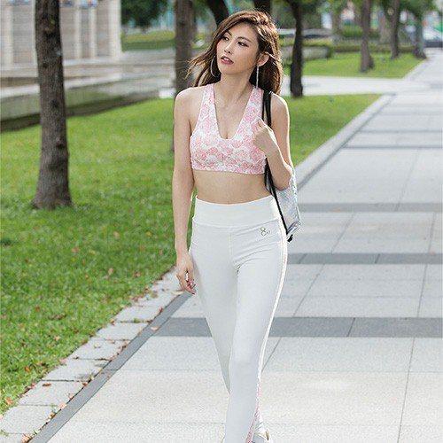 原價1,380元的緊身長褲 M-XL(幾何紅) ,網路價只要1,242元。圖由廠...