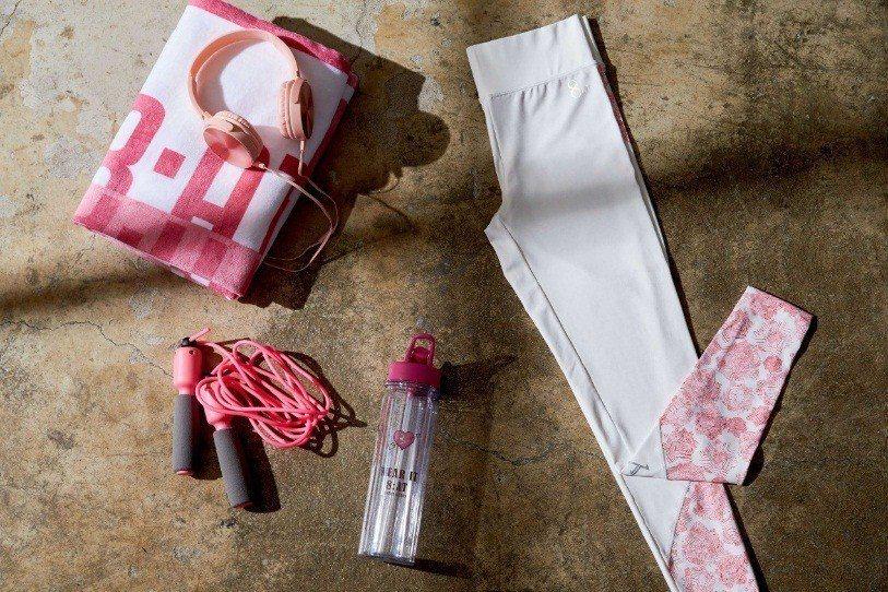 讓愷樂覺得十分貼心的,還有8:AT的各種配件,原價750元的棉絨印花大浴巾(牙白...