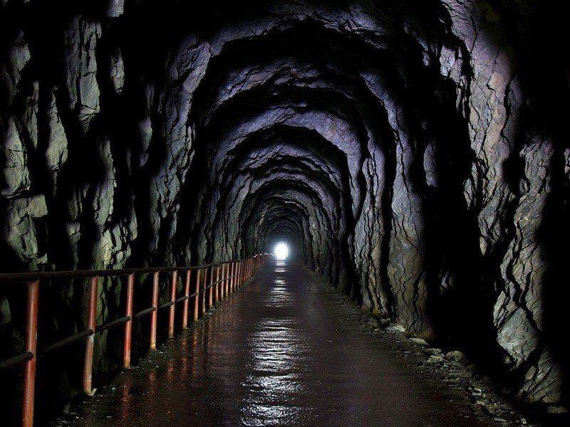 (圖/花東縱谷國家風景區、交通部觀光局提供) ▲充滿神祕氣息的隧道,怕黑的人記得...