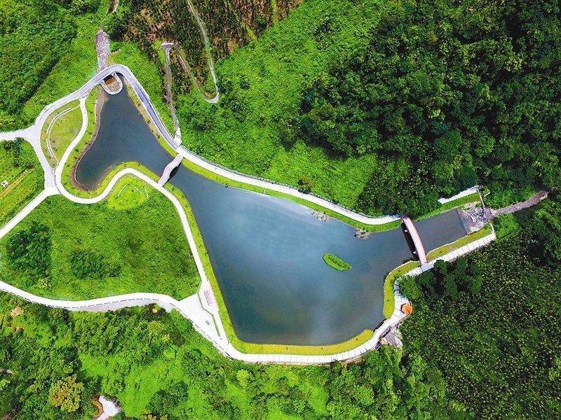 (圖/花東縱谷國家風景區、交通部觀光局提供) ▲被森林圍繞的吉利潭
