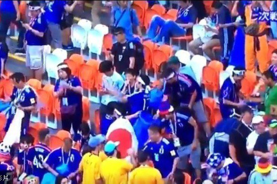 日本球迷不忘撿垃圾再離場 外媒盛讚最佳應援