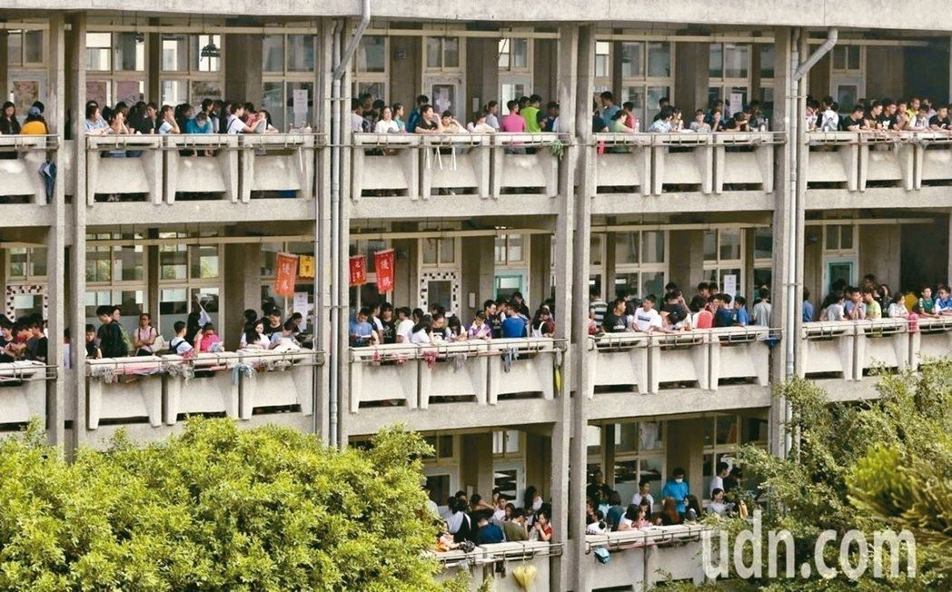 教育部今天公布107學年度全國15個就學區,各高級中等學校於分區免試入學管道實際...