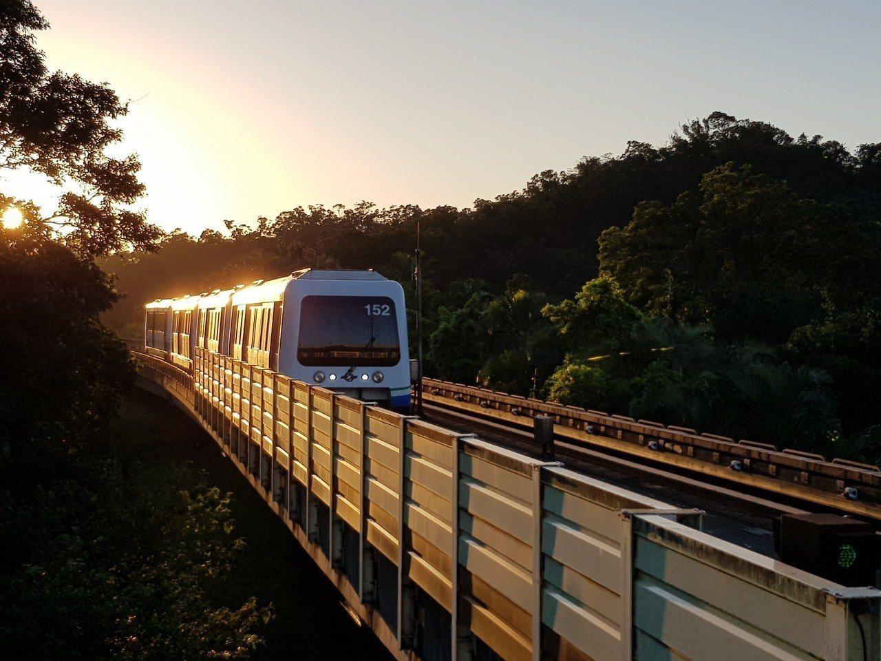 台北捷運文湖線昨晚發生區段列車停駛斷電10分鐘的情況。記者翁浩然/攝影