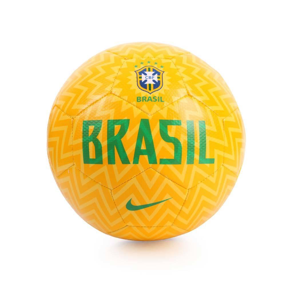 NIKE足球5號巴西BRAZIL CBF,促銷價840元。圖/momo購物網提供