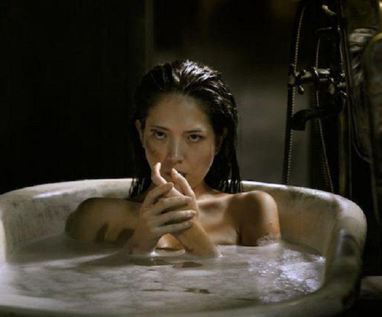 許瑋甯全裸泡在浴缸,堅定銳利的眼神與她在紅衣小女孩中的演出,同樣的讓人不寒而慄。...