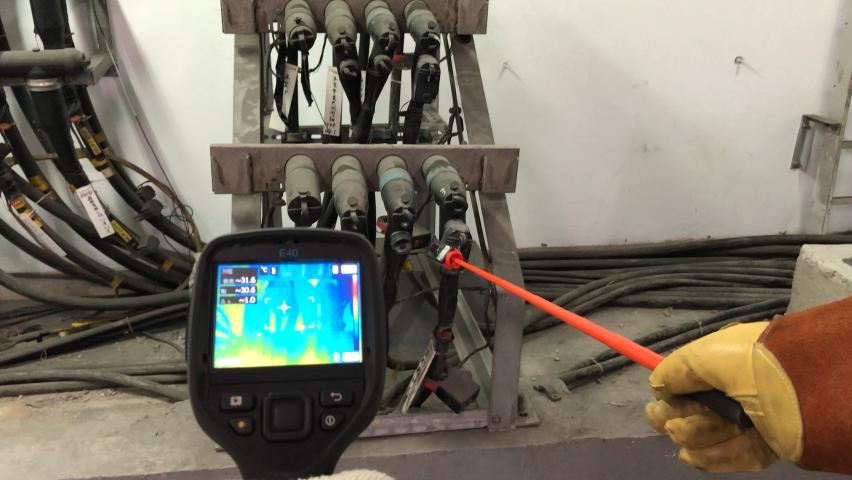 今年五月發生多起饋線跳電事件,台電饋線維護工作引發外界高度重視。台電配電專業員工...