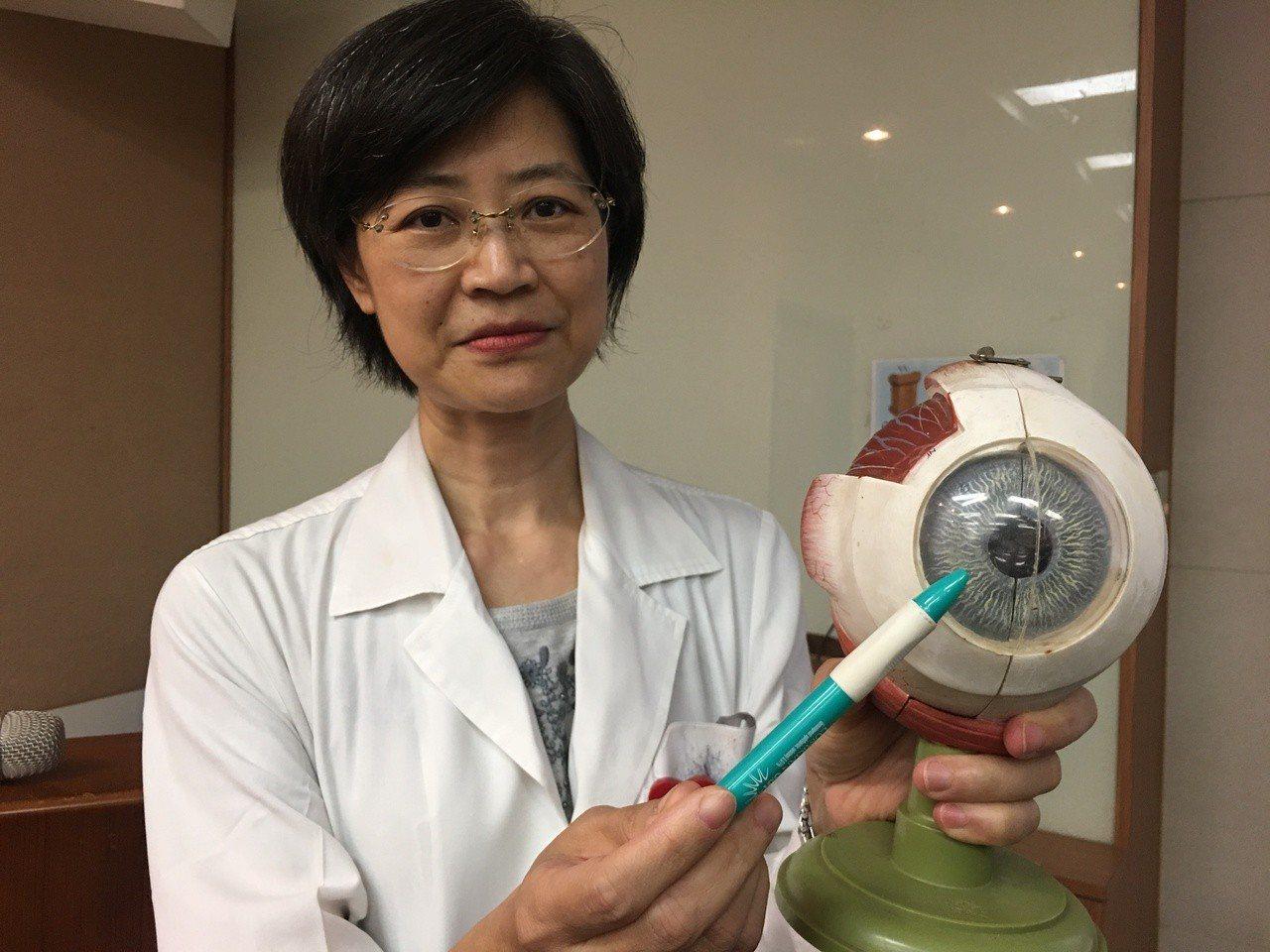 北榮眼科醫師林佩玉表示,眼睛的內皮細胞功能是排水,當出了問題就會使角膜水腫,讓患...