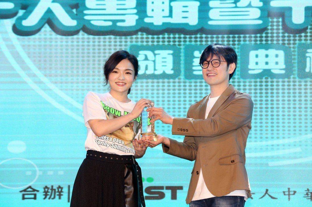 徐佳瑩榮獲年度十大專輯、單曲殊榮。圖/中華音樂人交流協會提供